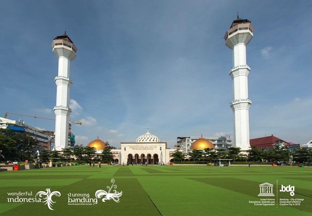 1 Day Trip Alun Alun Kota Bandung